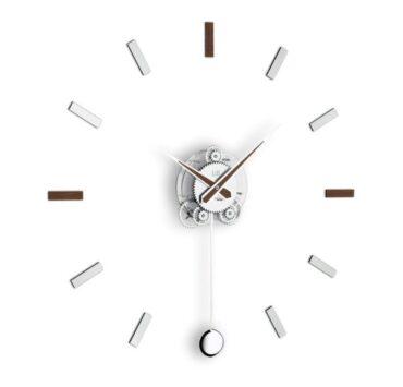 orologio a pendolo Illum di color wengè da Incantesimo Design