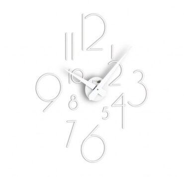 Orologio da parete Liberum di color bianco da Incantesimo Design