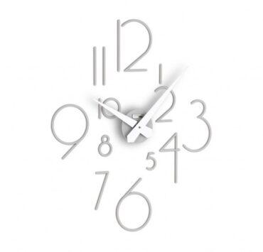 Orologio da parete Liberum di color grigio da Incantesimo Design